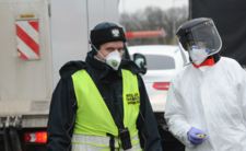 Koronawirus w Polsce - dlaczego nasze maseczki są w Chinach?