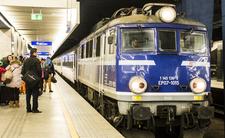 Koronawirus w Polsce. Zatrzymano pociąg w centrum Warszawy
