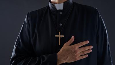 Ksiądz Łukasz P. nagrywał nagie dzieci w przymierzalniach