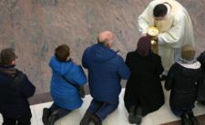 Limit osób w kościele i proces księdza