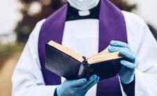 Księża narzekają na surowe restrykcje