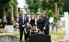 Polacy masowo umierają. Na cmentarzach kolejki