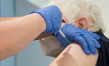 Ministerstwo Zdrowia zapowiada:  możliwa trzecia dawka szczepionki w Polsce