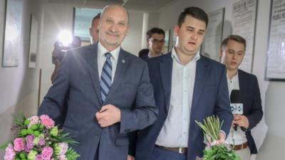 Bartłomiej Misiewicz szuka pracy i miłości - czy pomoże mu Antoni Macierewicz?