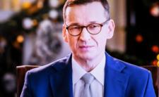 Morawiecki spija sobie z dziubka, Szczepionka ocali Polskę?