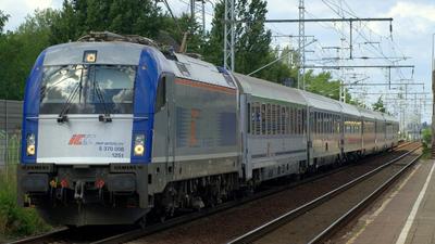 PKP częstowało pasażerów przeterminowanymi batonikami