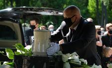 Pogrzeb Andrzeja Strzeleckiego rozerwał ludziom serca. Żegnały go tłumy