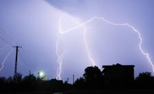 Połamane drzewa, podtopienia i brak prądu. A burze dalej szaleją nad Polską
