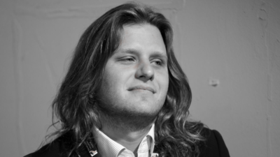 Piotr Woźniak-Starak nie może spocząć w spokoju - sprawa jego grobu trafi do sądu
