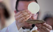Awantura na mszy w Poznaniu - limit osób na mszy przekroczony