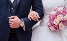 Ksiądz przed ślubem ostro przemagluje zakochanych