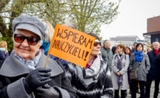 Emeryci oddają 13 emerytury na rzecz nauczycieli