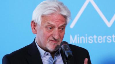 Profesor Andrzej Horban zachęca do szczepień: czip zacznie działać po drugiej dawce