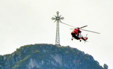 Krzyż na Giewoncie zniszczony - turyści ignorują zakaz i wchodzą na szlak
