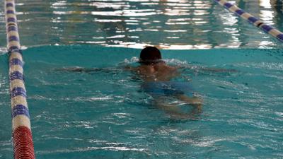 28-latek wszedł do basenu i zmarł. Zaczęło się od omdlenia