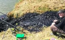 Wisła nagle zrobiła się czarna - czy to szkodliwe zanieczyszczenie?