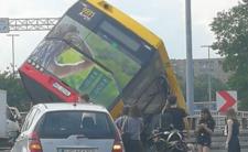 Wypadek autobusu w Warszawie - rośnie liczba rannych