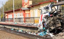Karetka została dosłownie zmiażdżona przez pociąg