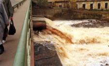 Rzeka Przemsza i wyciek ścieków - to musiało wypłynąć...