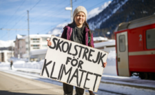 Greta Thunberg samotnie protestuje preciwko zmianom klimatycznym