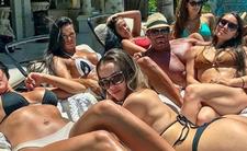 Atak kangura na seksowne modelki - czy wiedział, że napadł na willę australijskiego playboya i milionera?