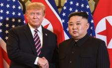 Donald Trump życzy Kimowi powrotu do zdrowia