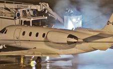 Samolot piosenkarki rozbił się na lotnisku. Maszyna w płomieniach