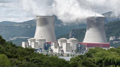Problemy w pięciu elektrowniach. Rozdają ludziom tabletki z jodem