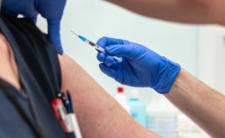 Szczepionka na COVID-19 bezpieczna? Powikłania i zgony we Francji