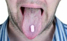 Testują nowy lek na COVID-19. Czy Polska kupi Molnupiravir?