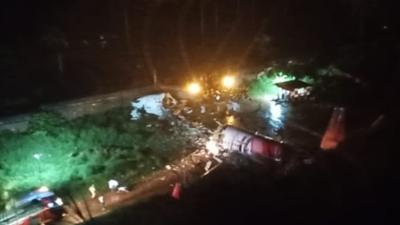 Katastrofa samolotu w Indiach - szokujące zdjęcia i wideo