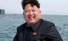 Kim Dzong Un każe zjadać ludziom ZÓŁWIE z błota. Tak odpowiada na głód