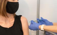 Zgon po szczepieniu preparatem od AstraZeneca. Czy ta szczepionka jest bezpieczna?