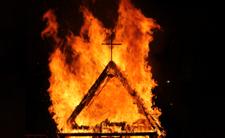 Koniec Kościoła Katolickiego? Świątynie płoną jak zapałki