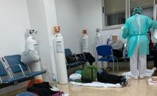 Koronawirus: pacjenci leżą na podłodze. Tragiczna sytuacja