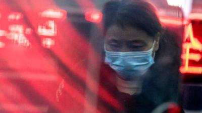 """""""Epidemia rozwija się coraz szybciej"""". Wirus zabił już nawet lekarza"""