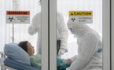 Koronawirus zmutował? Zostaje w organizmie 1,5 miesiąca