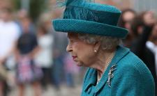 Królowa Elżbieta II i kryzys monarchii