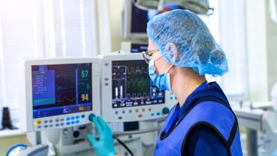 Ministers zdrowia kupił respiratory za miliony dolarów