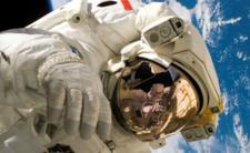 Kobiety nie pospacerują w kosmosie, bo nie ma dla nich skafandrów