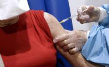 Zgony i powikłania po szczepieniu. Szczepionka AstraZeneca bezpieczna?