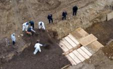 Koronawirus w USA - masowe groby i informacje