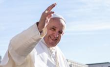 Papież Franciszek ma koronawirusa? Nie przestrzega zasad bezpieczeństwa
