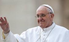 Papież i Watykan przekazują finansowe wsparcia dla imigrantów
