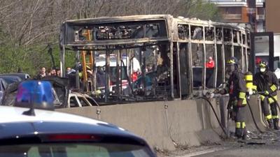 Senegalczyk podpalił autobus z dziećmi - był już karany
