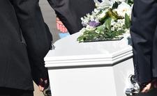 Prawie pochowali 20-latka żywcem. Na pogrzebie ruszał się w trumnie