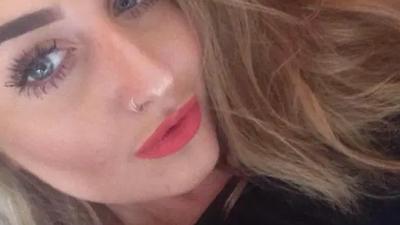 Przejrzała telefon swojego chłopaka i odebrała sobie życie
