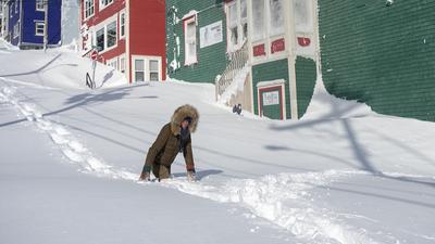 Rekordowe opady śniegu atakują. Brakuje prądu, ludzie są uwięzieni [FOTO]