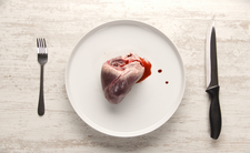 Kanibal karmił mięsem ofiary 12-latkę
