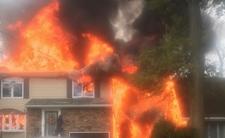Samolot runął na domy mieszkalne. Budynki spłonęły doszczętnie